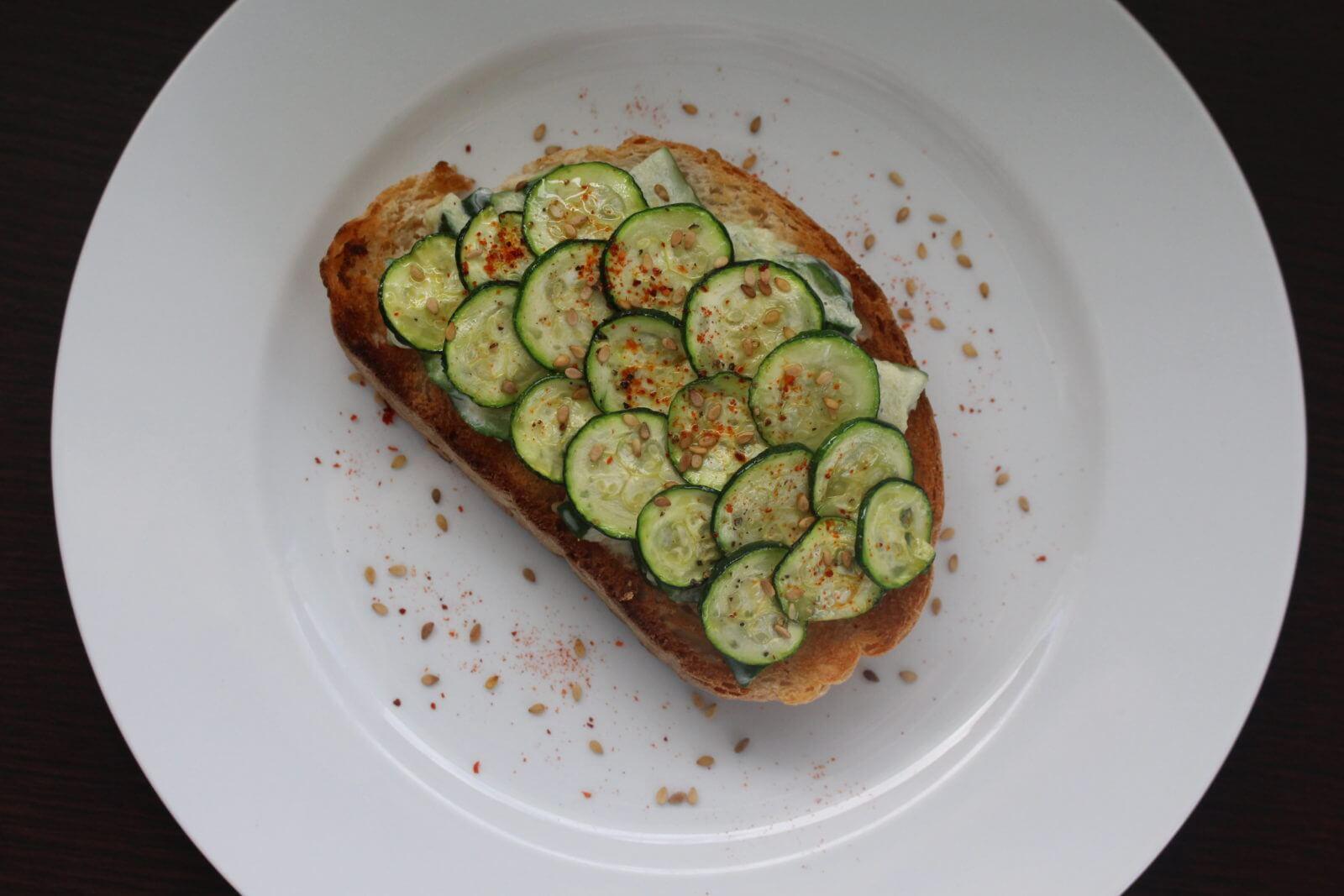 Tartine 100% courgette et sésame grillé
