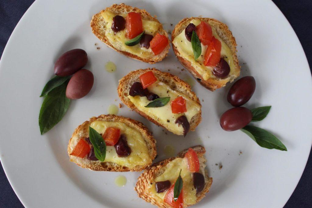 Tartines apéro tomates olives et Saint-Félicien